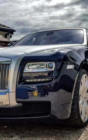 Grill of Rolls Royce Executive Hire Car